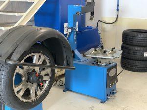 Taller de neumáticos y accesorios para vehículos